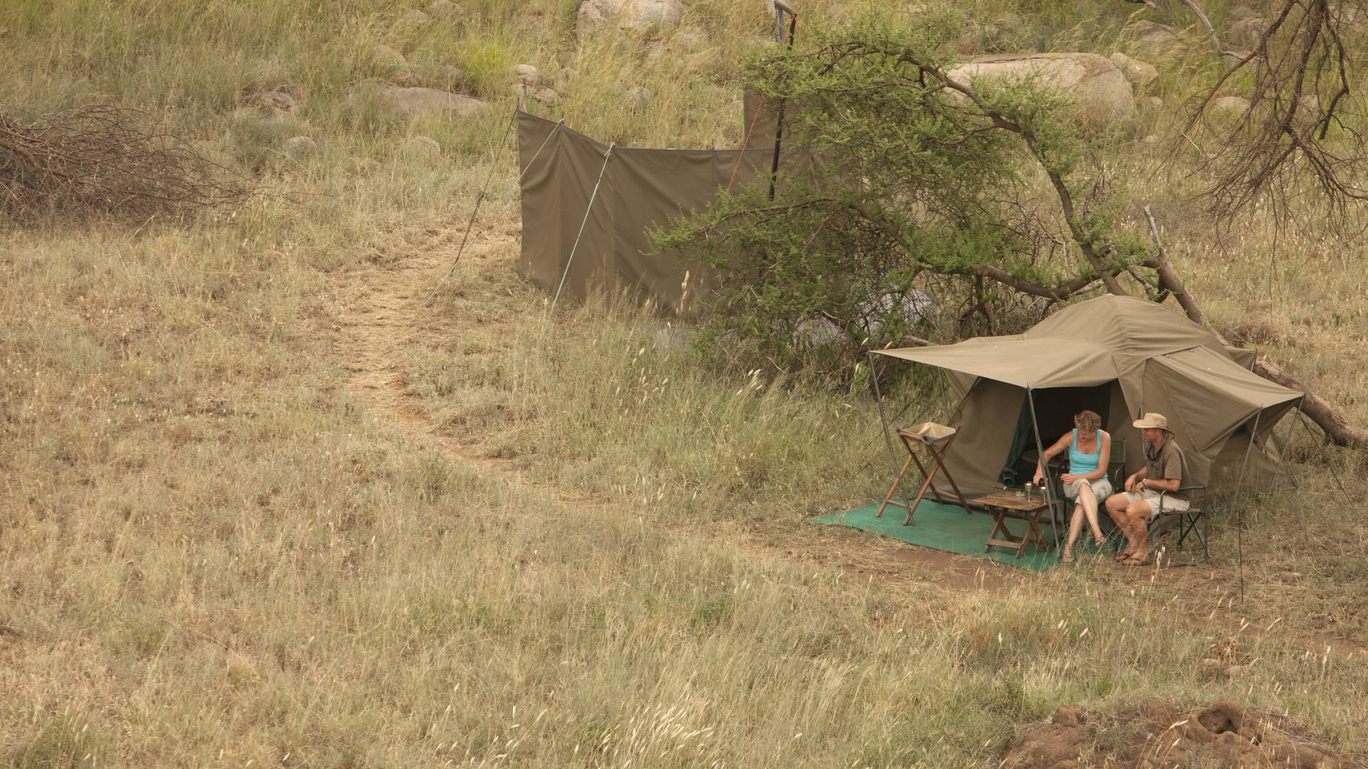 einfache luxus privat walking safari serengeti